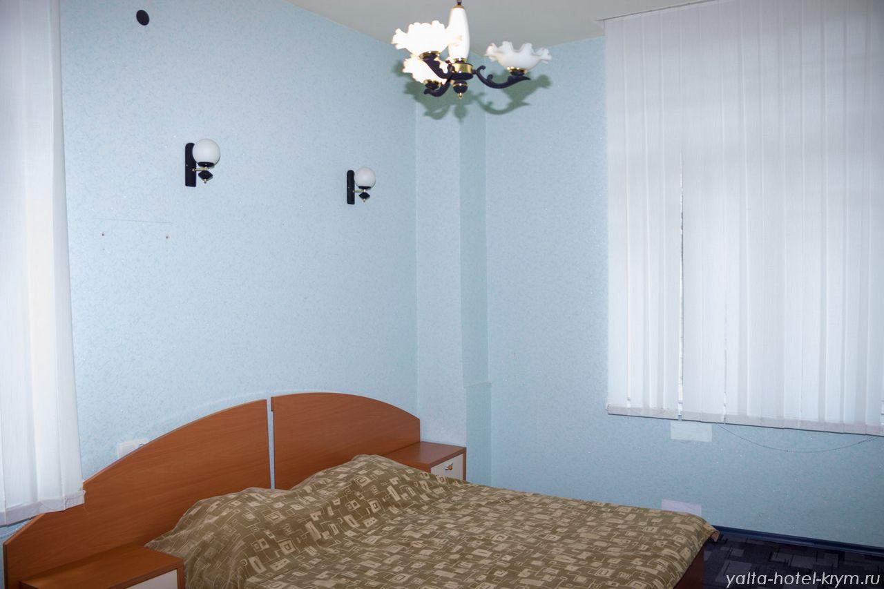 Снять номер в отеле гостинице в Ялте №102-1