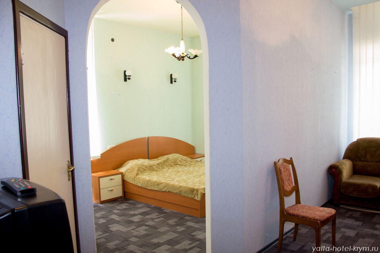 Снять номер в отеле гостинице в Ялте №102-2