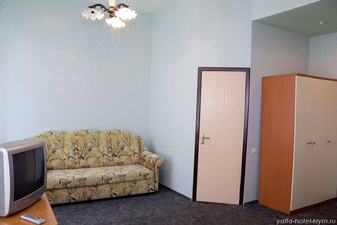 Снять номер в отеле гостинице в Ялте №105-4
