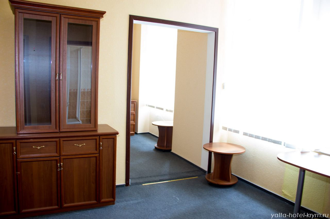 Снять номер в отеле гостинице в Ялте №201-4