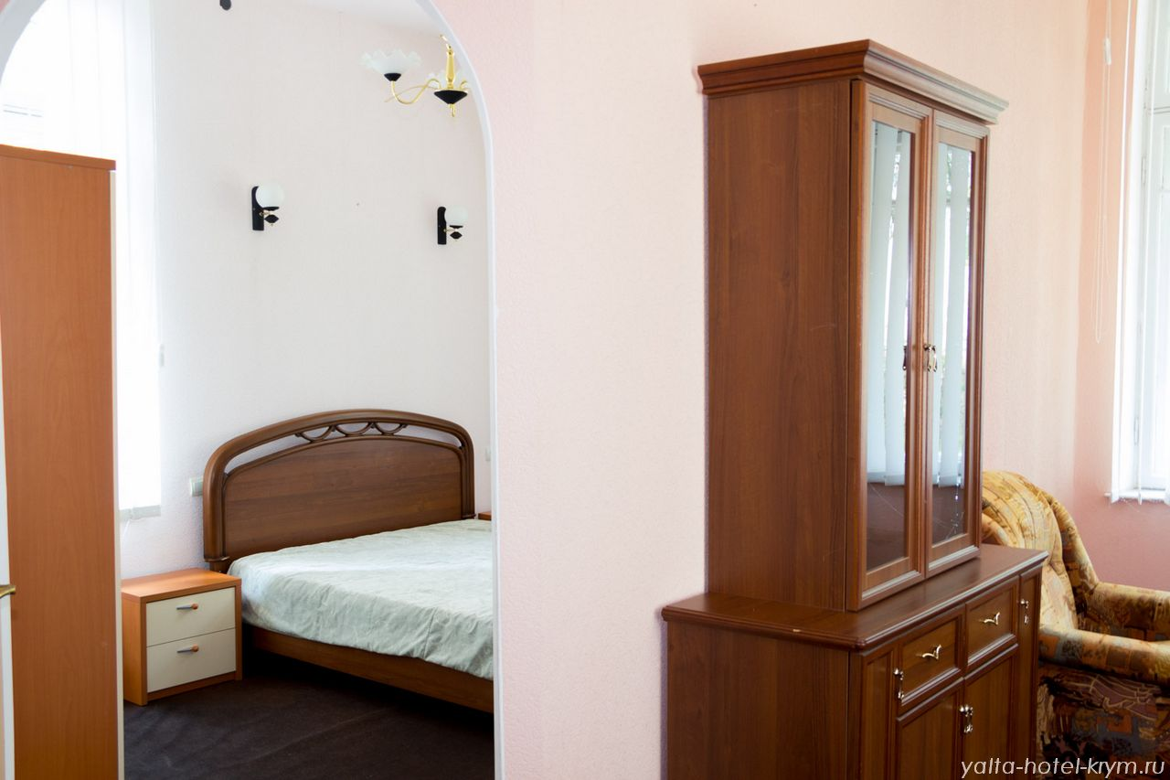 yalta-park-hotel-krym-n202-1