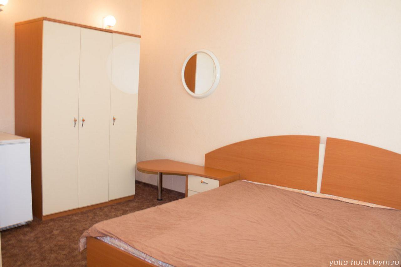 Снять номер в отеле гостинице в Ялте №203-4