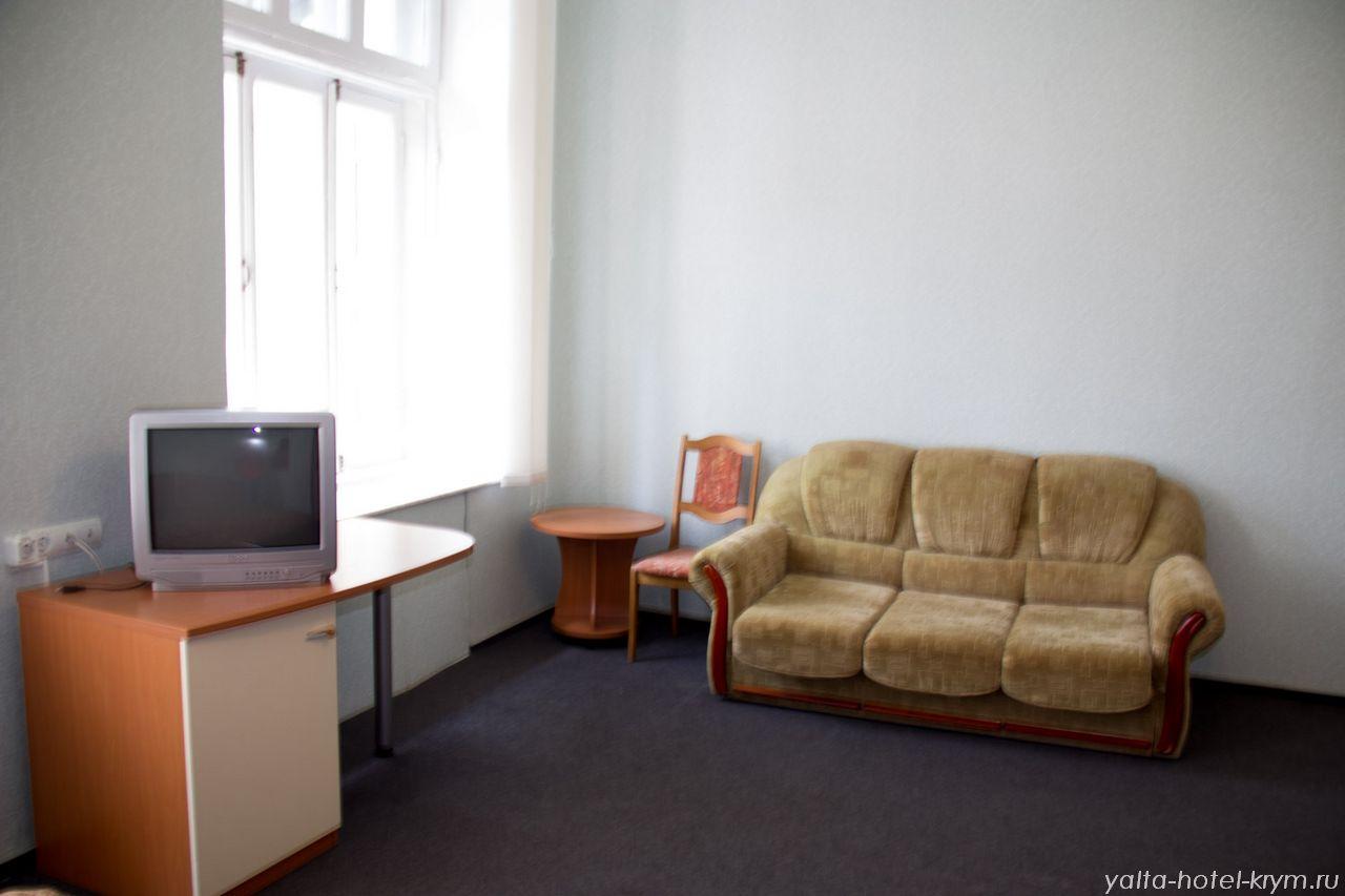 Снять номер в отеле гостинице в Ялте №210-2
