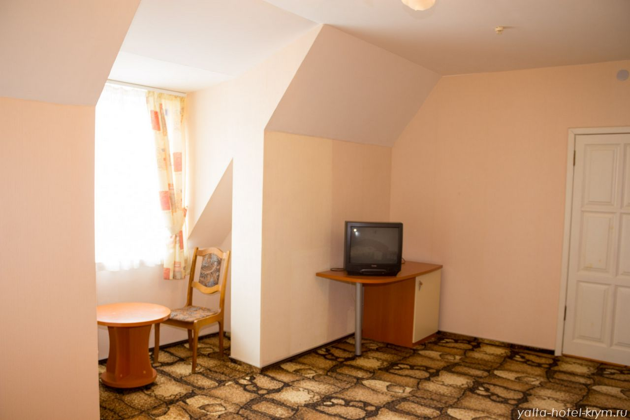 Снять номер в отеле гостинице в Ялте №301-3