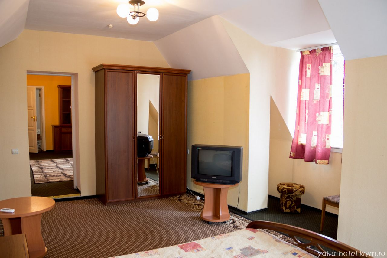 Снять номер в отеле гостинице в Ялте №302-5