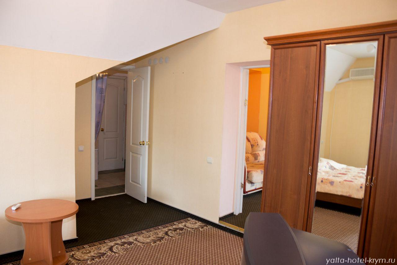Снять номер в отеле гостинице в Ялте №302-7