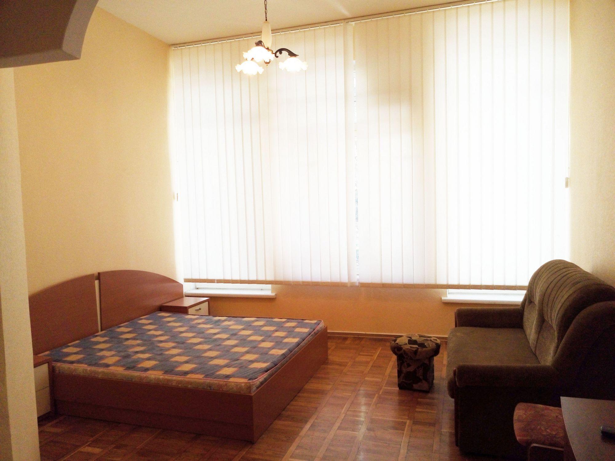 yalta-nomera-v-otele-v-parke-05-10