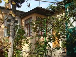 Продажа: Часть дома с участком (3 сотки) в центре Ялты. ЮБК - Крым