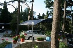 Двор дома, ухожен и есть паркинг | Недвижимость Крым, ЮБК, Ялта