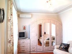 Аренда: комната в 2 к квартире в Ялте, для девушек. ЮБК - Крым