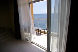 Продажа: апартаменты Сон у Моря в Ялте, прямо на берегу, вид на море. ЮБК - Крым
