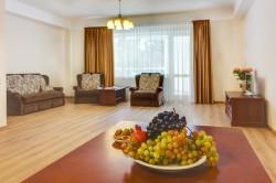 2-х комнатная квартира площадью 110 м2 с гостиной, спальней и двумя балконами. 1500-5000 руб/сутки | Недвижимость Крым, ЮБК, Ялта